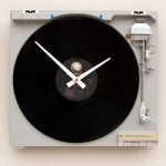 riciclo-creativo-giradischi-Clock-created-from-a-recycled-Sony-Turntable